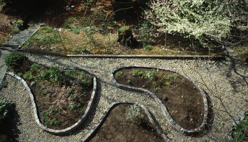 Delighful Garden Bricks Beds For Design Decorating